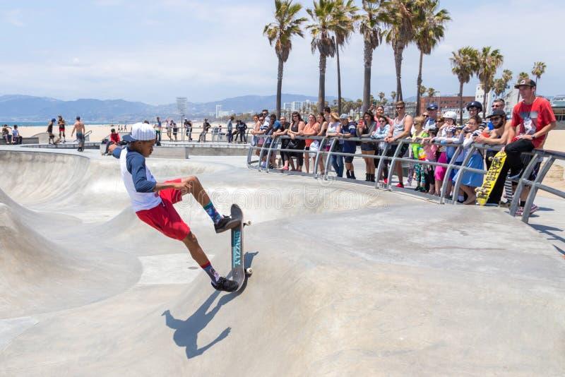 威尼斯,美国- 2015年5月21日:在威尼斯海滩,Skatepark,加利福尼亚的洋锋步行 威尼斯海滩是一  免版税库存图片