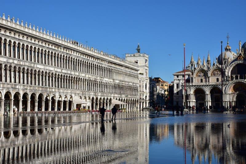 Download 威尼斯Acqua亚尔他 编辑类图片. 图片 包括有 镜子, 洪水, 中世纪, 蓝色, 反映, 拜占庭式, 秋天 - 72354605