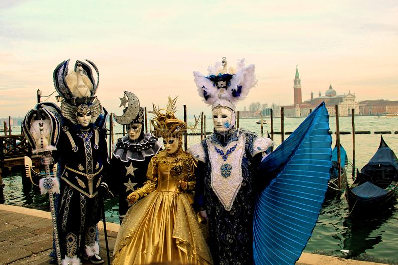 威尼斯carrnival服装和面具 免版税图库摄影