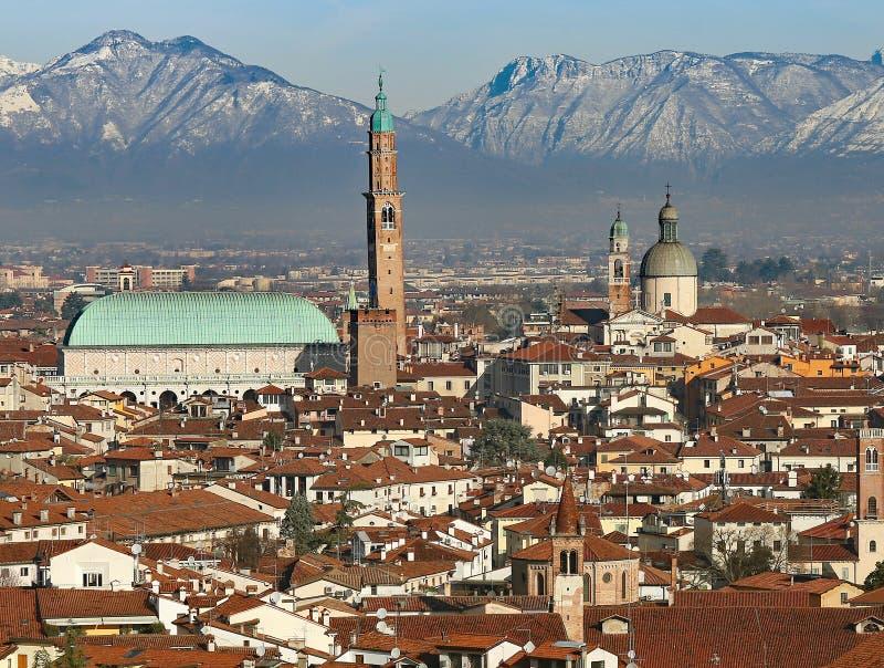 威岑扎在城市的意大利全景 图库摄影