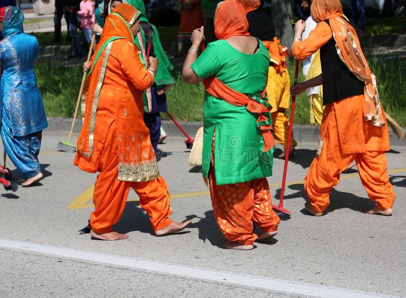 威岑扎, vi,意大利- 2017年4月8日:赤足妇女锡克教徒religiou 免版税库存图片