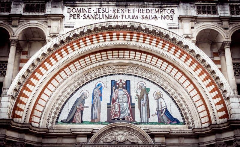 威斯敏斯特大教堂门曲拱 免版税库存图片