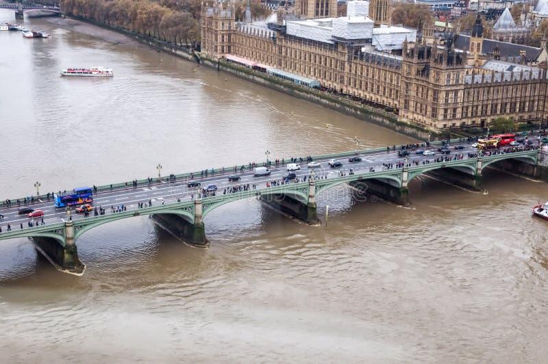 威斯敏斯特桥梁,从伦敦眼的看法 库存照片