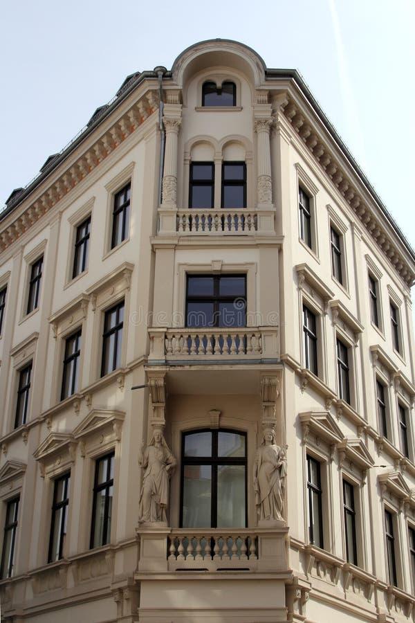 Download 威斯巴登建筑学 库存图片. 图片 包括有 有历史, 布琼布拉, 观光, 晴朗, 房子, 旅行, 城镇, 拱道 - 30334435
