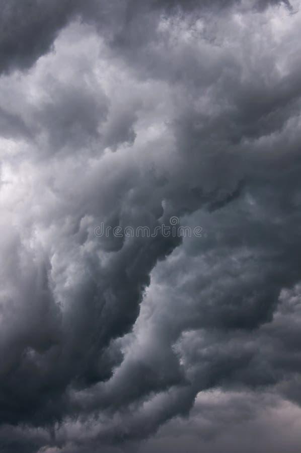 威胁的云彩 免版税库存图片