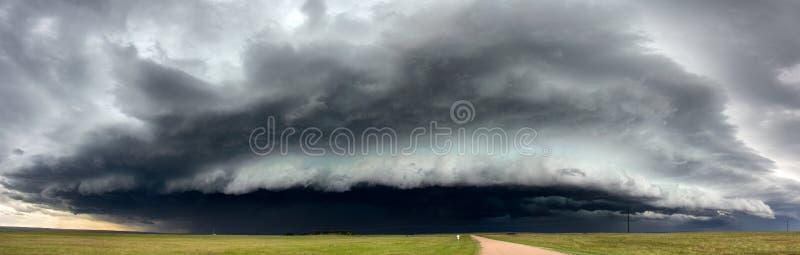 威胁的暴风云在西怀俄明 库存照片