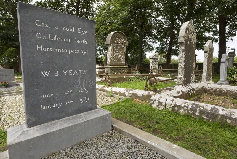 威廉・巴特勒Yeats坟墓在Drumcliff,斯莱戈郡,爱尔兰 库存照片