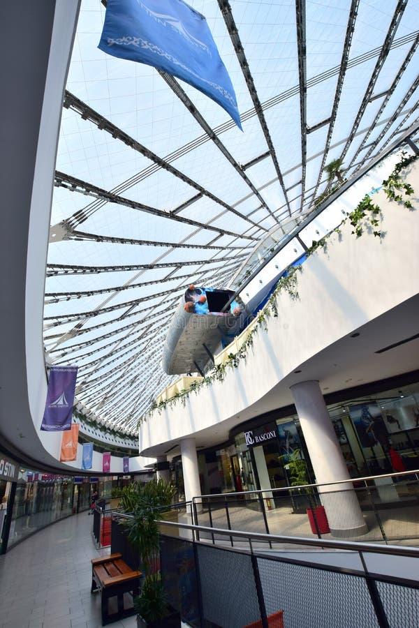 娱乐中心可汗SHATYR的圆屋顶在阿斯塔纳 免版税库存图片