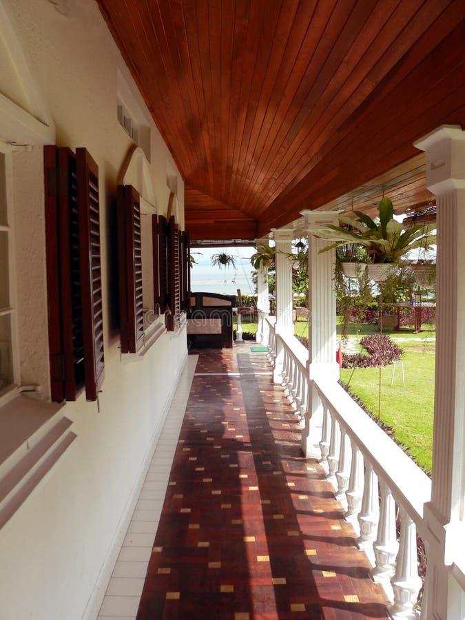 婆罗洲殖民地老游廊 免版税库存图片