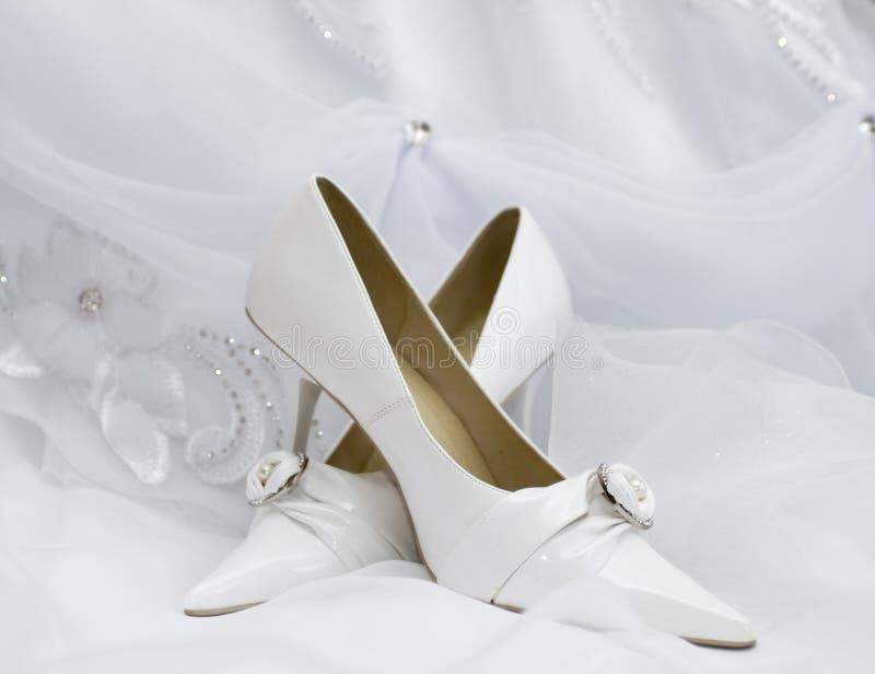 婚姻新娘的礼鞋 免版税库存图片