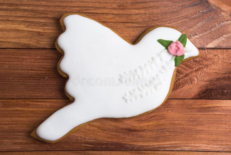 婚姻潜水用玫瑰色姜饼 免版税库存图片