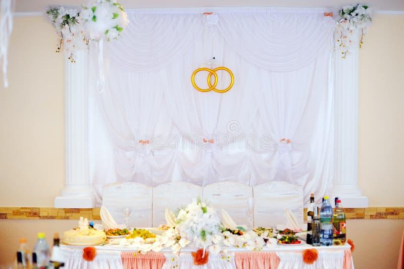 婚姻的宴会在餐馆 库存图片