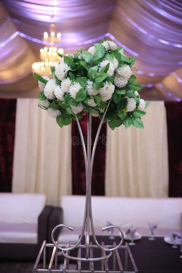 婚姻的桌装饰花 库存照片