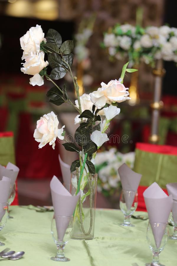 婚姻的桌装饰花 免版税图库摄影