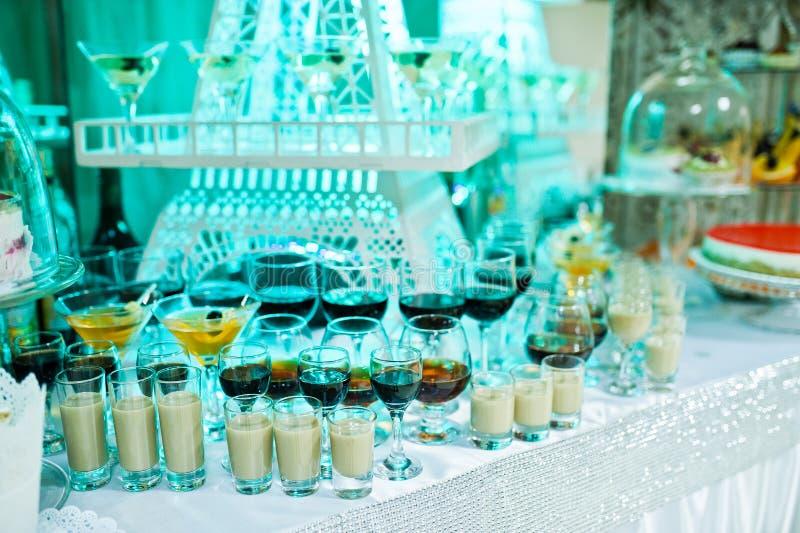 婚姻的自助餐以friuts和另外点心巨大的品种  库存图片
