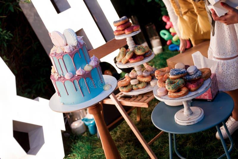 婚宴喜饼和其他甜点 图库摄影