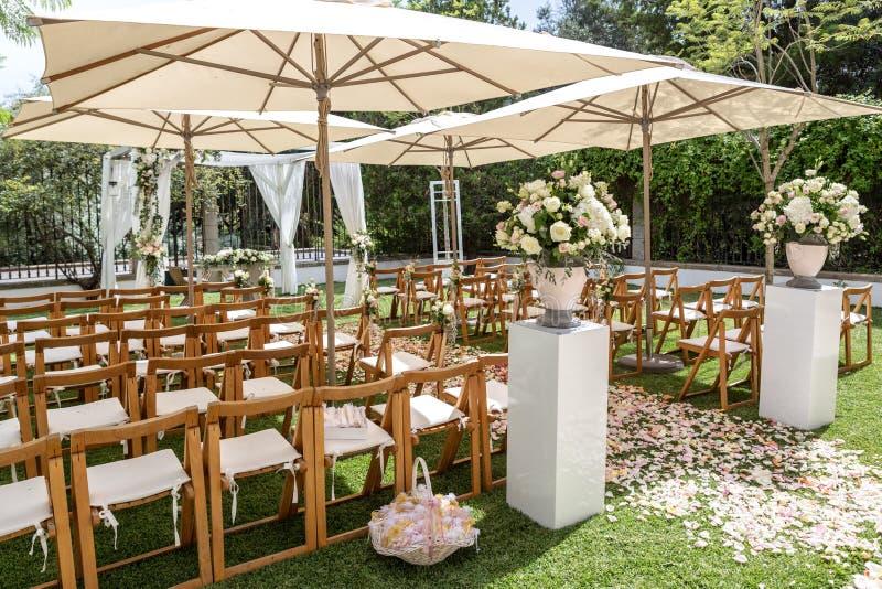 婚礼、花和瓣细节装饰的 免版税图库摄影