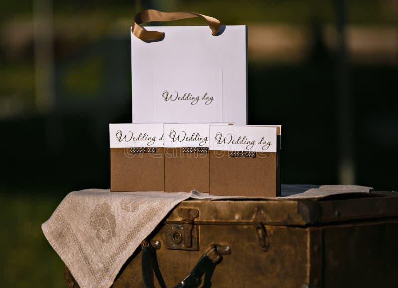 婚礼圆盘设计  箱子和包裹 一切婚礼的 库存图片