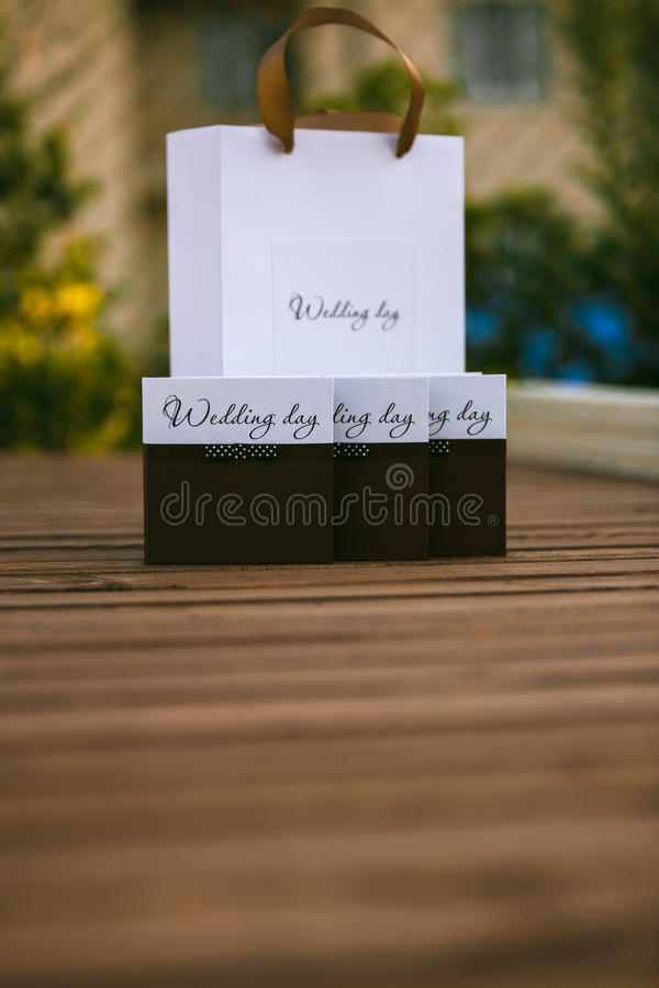婚礼圆盘设计  箱子和包裹 库存照片