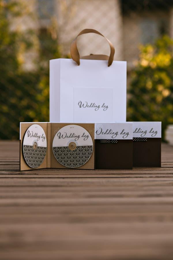 婚礼圆盘设计  箱子和包裹 免版税库存照片