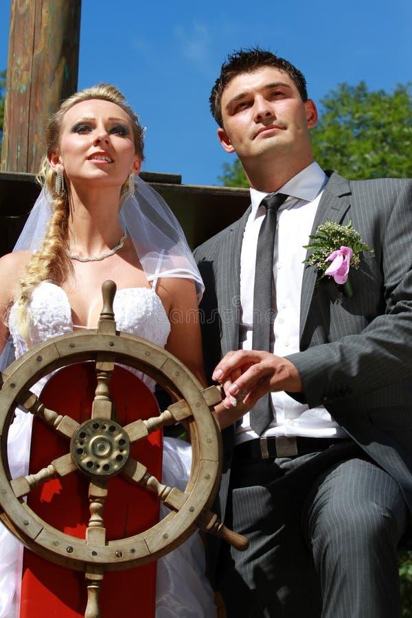 婚礼夫妇航行古董船 免版税图库摄影