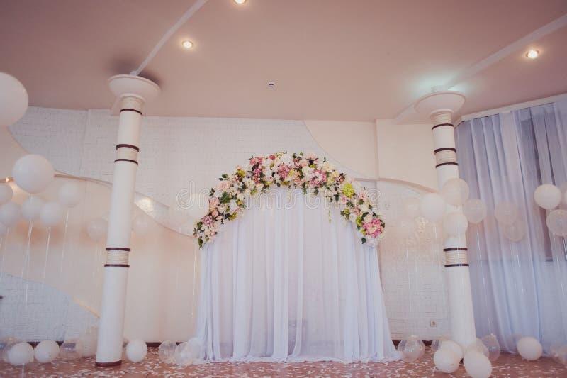 婚礼曲拱仪式 免版税库存图片