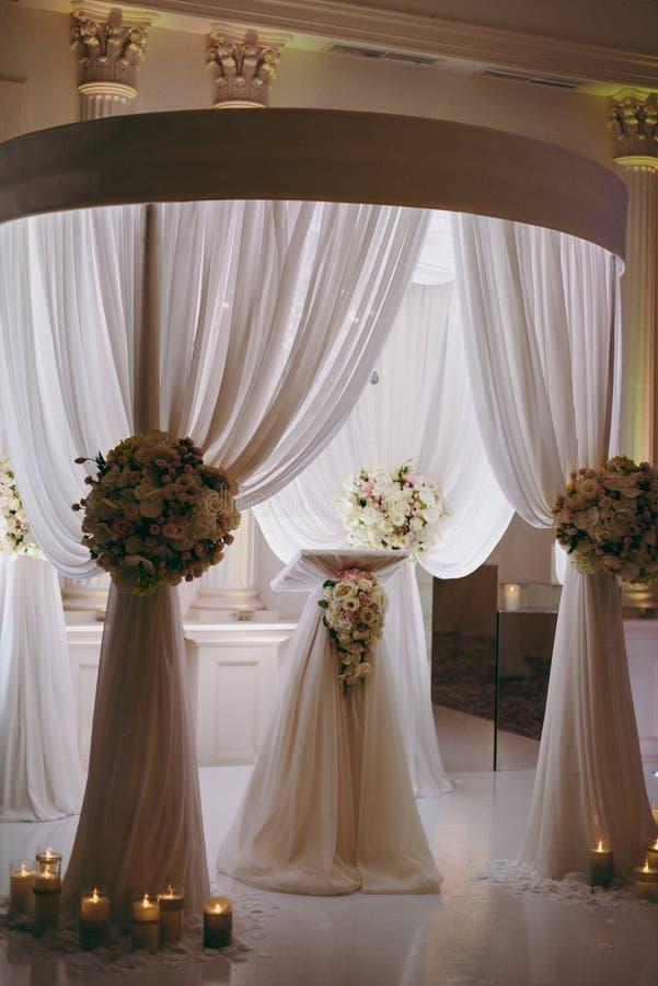 婚礼曲拱仪式 免版税图库摄影