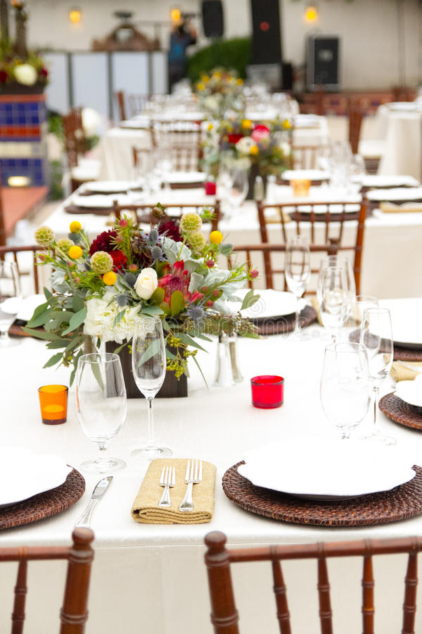 Download 婚礼桌装饰 库存图片. 图片 包括有 餐具, 刀子, 方便, 魅力, 咖啡馆, 节假日, 当事人, 会议 - 59111013