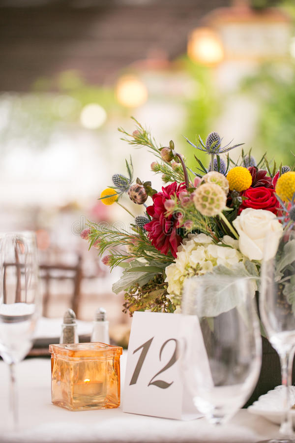Download 婚礼桌装饰 库存图片. 图片 包括有 刀子, 方便, 洗礼, 装饰, 户外, 会议, 编排者, 高雅, 用餐 - 59111287