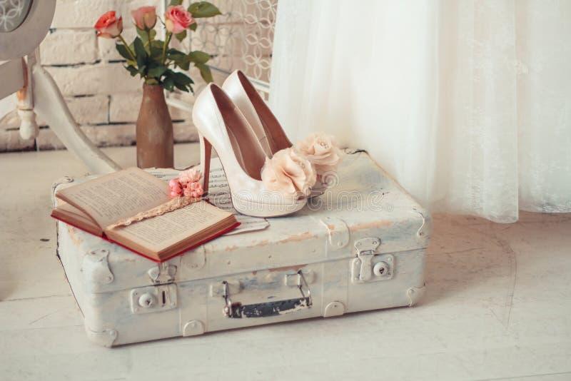 婚礼礼服和辅助部件的精美构成 库存图片