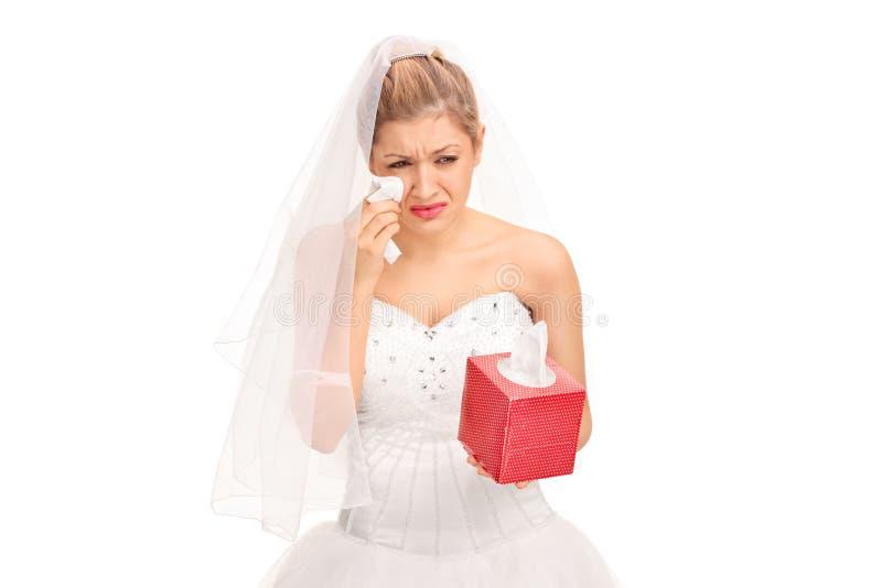 婚礼礼服哭泣的年轻新娘 库存照片