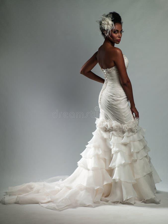 婚礼礼服的非裔美国人的妇女 库存照片