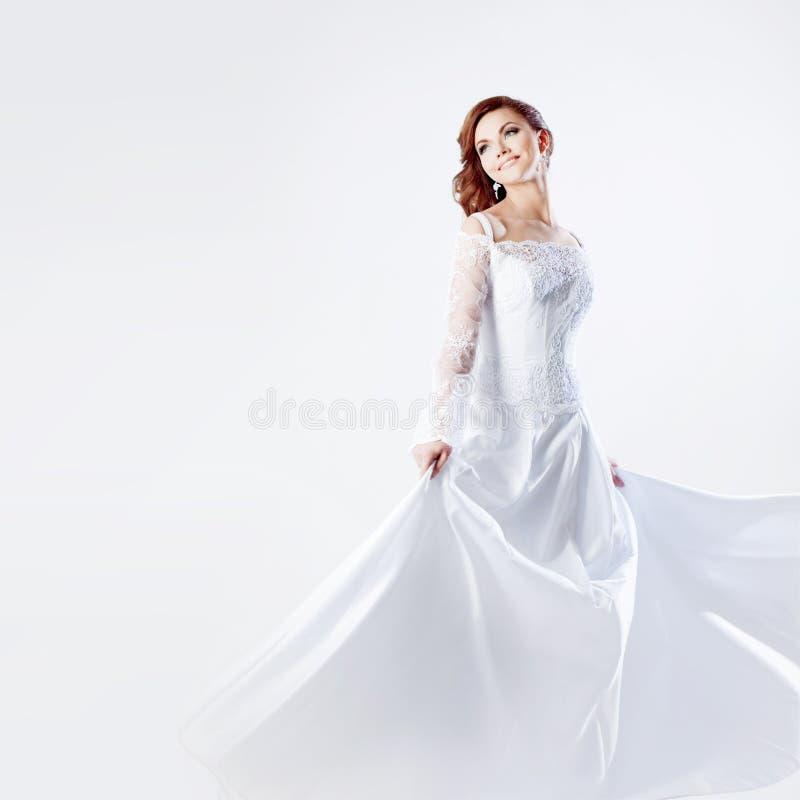 婚礼礼服的,白色背景美丽的新娘 库存照片