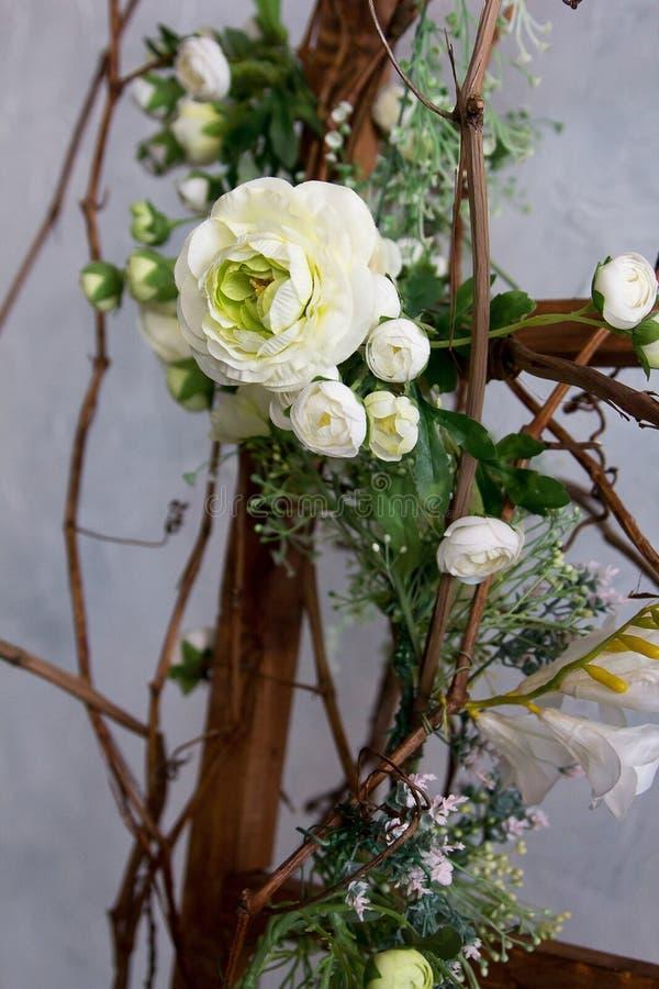 婚礼聚会装饰新娘花束葡萄酒样式开花 免版税库存照片