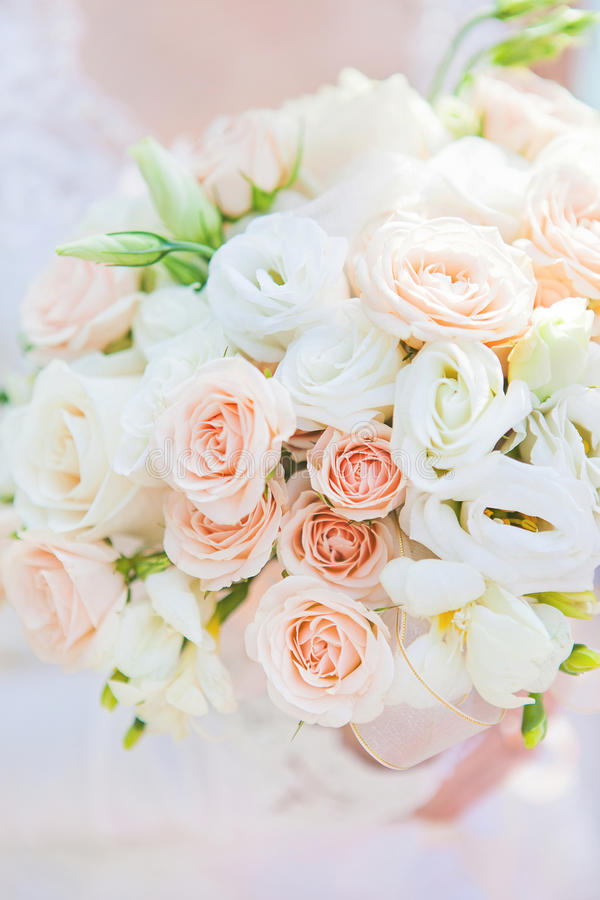 Download 婚礼花束 库存图片. 图片 包括有 绿色, 发光, 庆祝, 花卉, 花束, 妇女, 结婚, 女性, 星期三 - 30330263