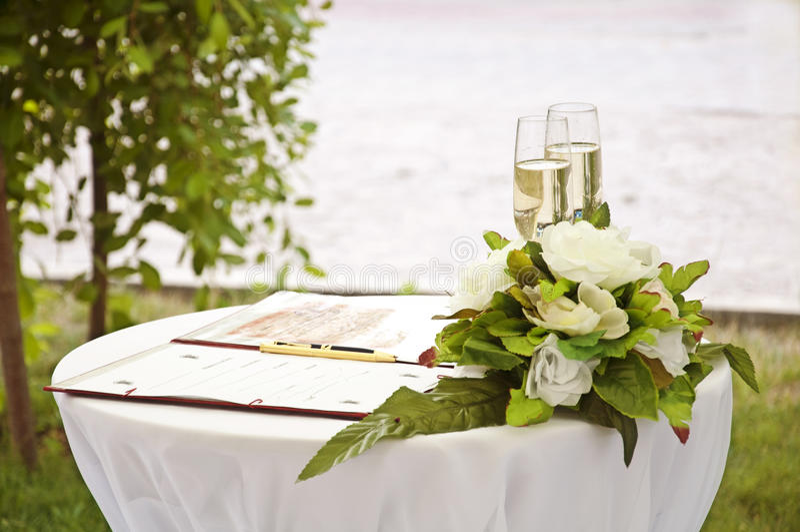 婚礼葡萄酒杯 免版税库存图片