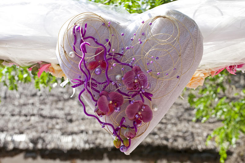 婚礼装饰心脏开花背景 免版税库存照片