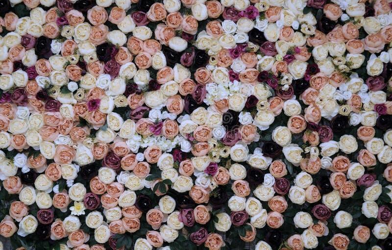 婚礼装饰,花卉从事园艺的背景以品种  免版税库存照片