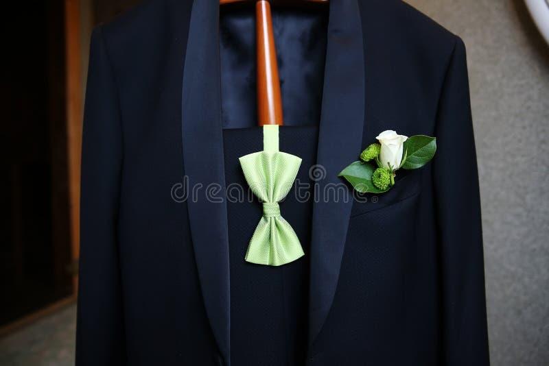 婚礼钮扣眼上插的花 免版税库存照片