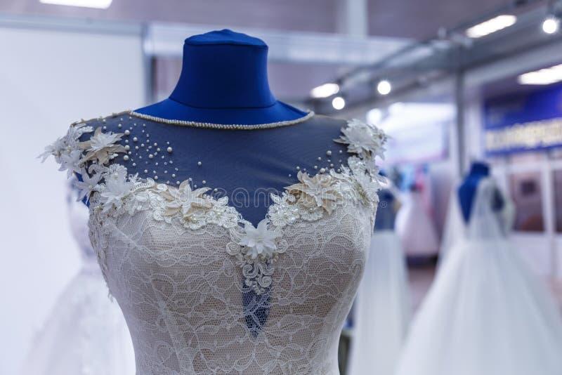 婚姻商店的婚礼礼服 免版税库存照片