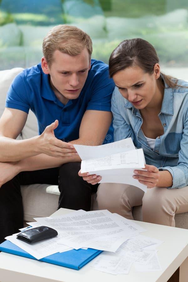 婚姻以支付的高票据 免版税图库摄影