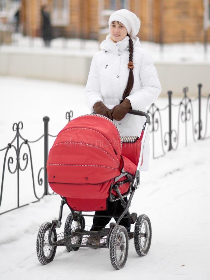婴儿车妇女 库存照片