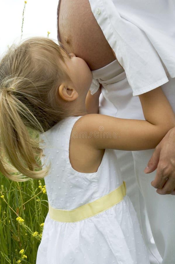 婴孩亲吻 免版税库存图片