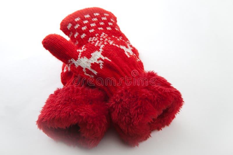 婴孩冬天给羊毛红色手套白色背景穿衣 库存图片