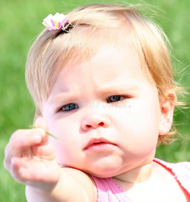 婴孩发现女孩她共享 库存图片