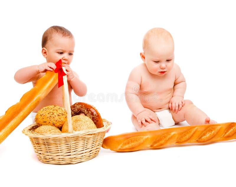 婴孩在吃上添面包 库存图片