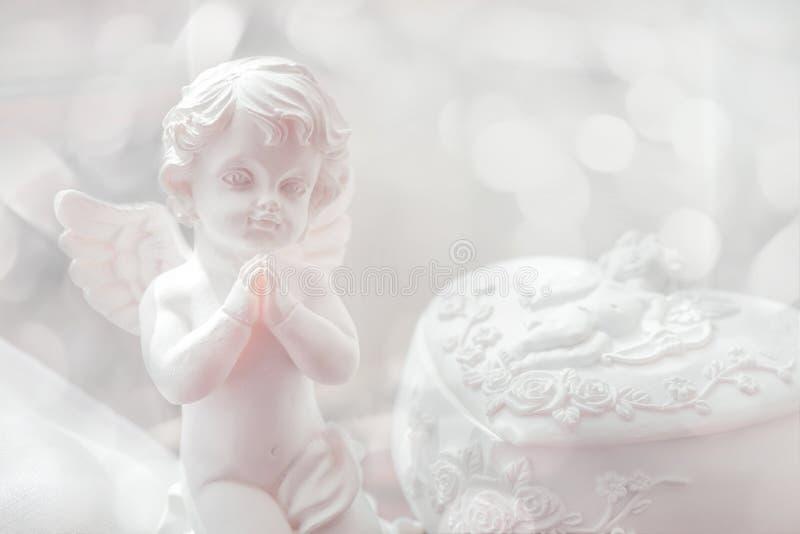 婴孩天使小雕象 foeld的浅深度 免版税库存图片