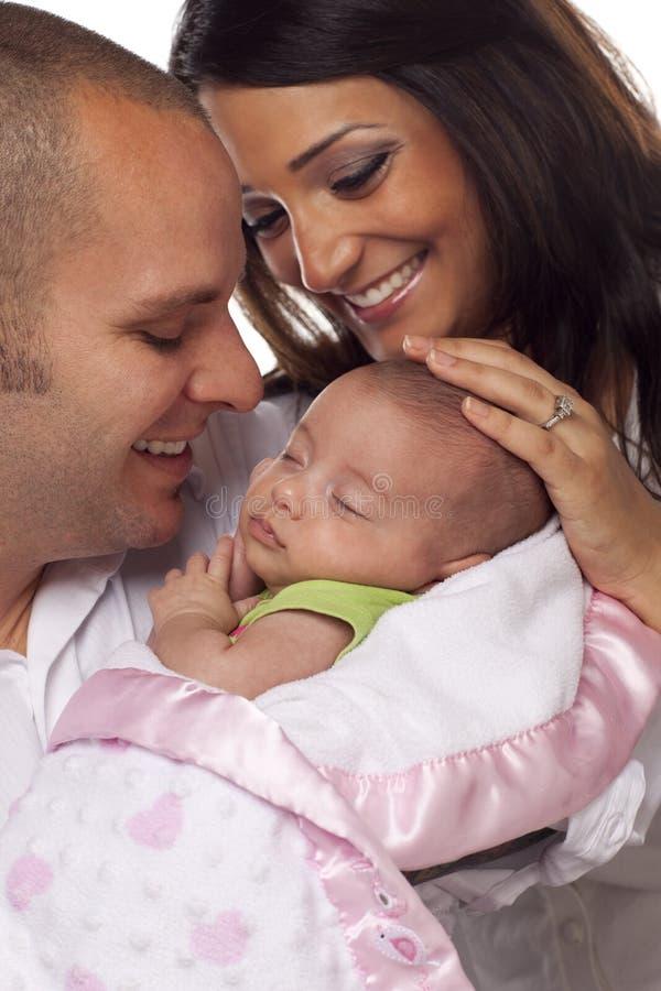 婴孩夫妇混杂的新出生的种族年轻人 免版税库存照片