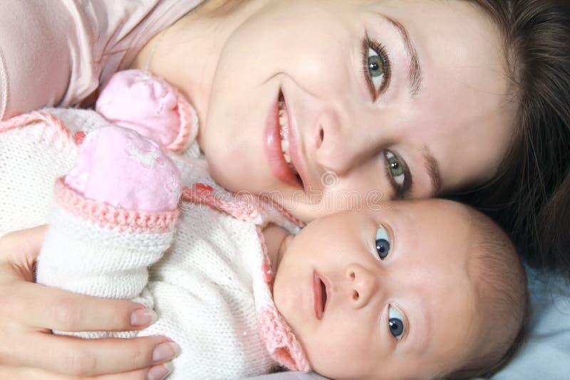 婴孩宏观母亲纵向 库存图片