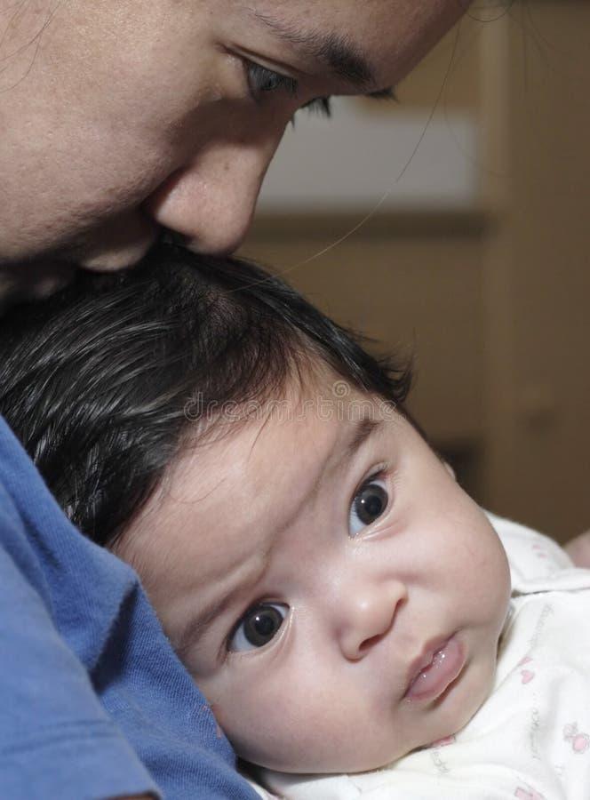 婴孩接合母亲 免版税库存图片